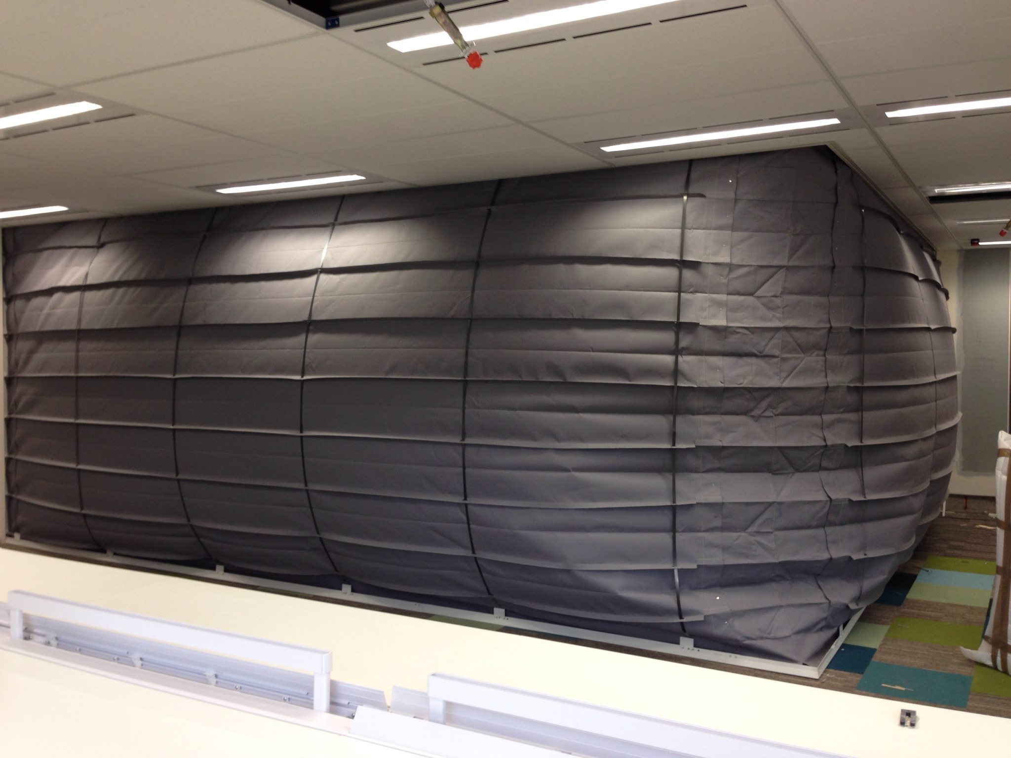 Concertina fire curtain with AS1668.1 zone pressurisation system